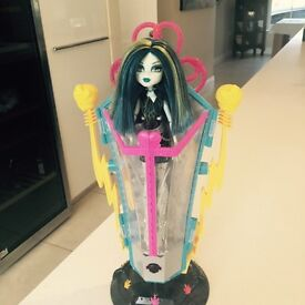 Monster High Frankie charging station with electricity action and Frankie Doll