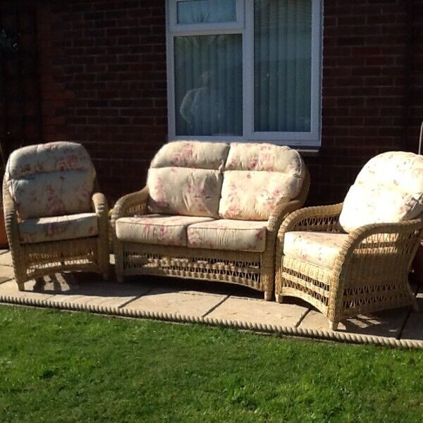 Peachy Two Seater Sofa Two Chairs And Coffee Table In Nailsea Bristol Gumtree Short Links Chair Design For Home Short Linksinfo