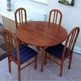 Extending Dining Room Table with 4 Chairs
