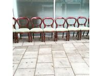 Set of 8 ballon back chairs and extendable dining table on castor