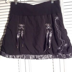 Terra Nostra designer brand balloon skirt.  Size large Kitchener / Waterloo Kitchener Area image 3