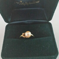 Pearl ring with Diamond chip 10K gold