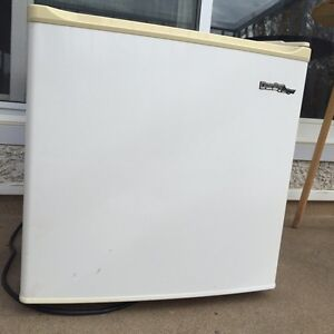 Small Bar Fridge - will deliver for free