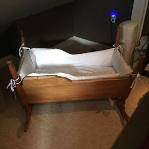 EARLY 1900'S ANTIQUE CRADLE