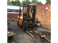 Samuk r25d two and half tone diesel forklift truck excellent condition with side shift