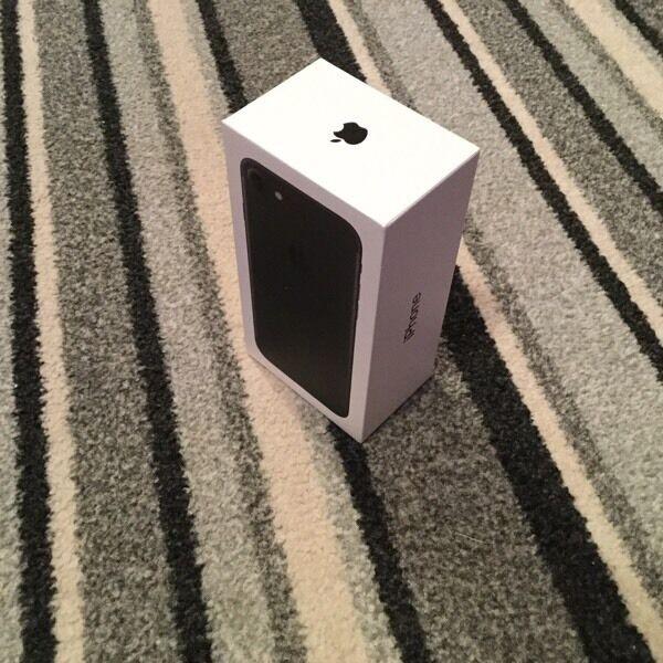 iPhone 7 128gb on o2 used twice