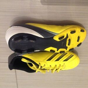 Boys soccer cleats size 4 addidas London Ontario image 1