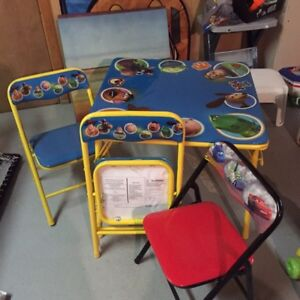 Table d'enfants avec chaises - Kid's table w chairs