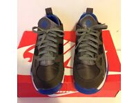 Nike air huaraches uk size 6