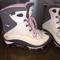 Columbia size 7 snow boots