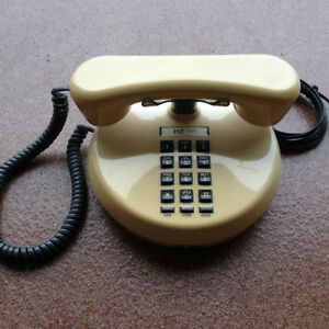 A vendre : Old Telephone 1980's.