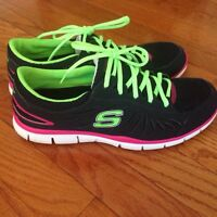 SKECHERS RUNNING SHOES