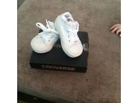 New toddler size 2 converse