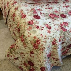 Victorian  / Country Quilt, matching Shams. Excellent quality.  Prince George British Columbia image 2
