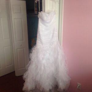 Wedding Dress- size 6- Organza, Mermaid