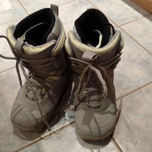 Size 9 woman's snow board boots Kitchener / Waterloo Kitchener Area image 1