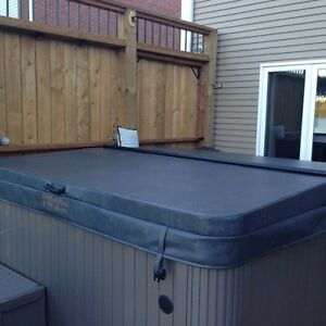 New Deluxe Hot Tub Cover with Lifter
