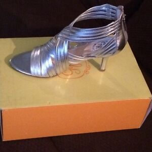 *BRAND NEW* IN BOX Silver Leather Strappy Sandals