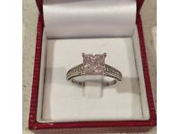 White gold ring with pink imitation diamond ring