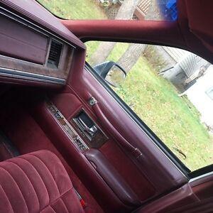 1990 Lincoln Town Car ,  RUNS & DRIVES ! Regina Regina Area image 3