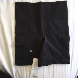 BNWT Black Lululemon Sculpt Shorts