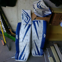 "Brian's M2 Series pads 31""+ 2, matching Bauer One 90 gloves"