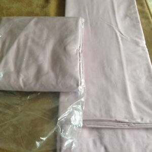 Double Bedding-2 Flat Sheets- Almost New