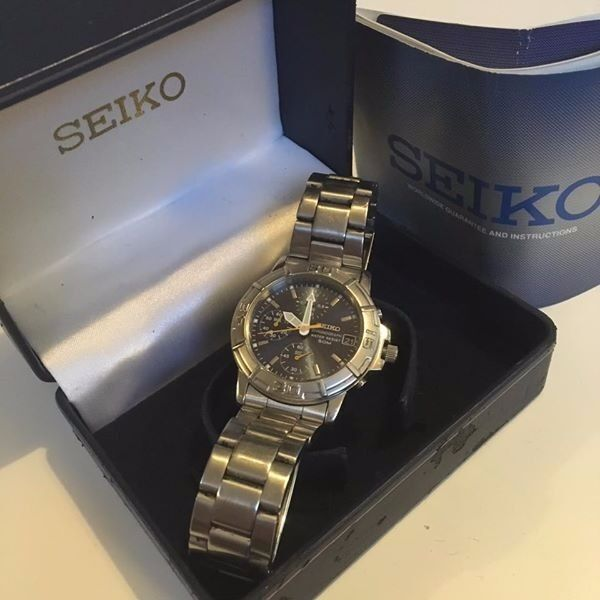 Seiko Quartz watch V657 8060in Wisbech, CambridgeshireGumtree - Seiko Quartz watch V657 8060 with stainless steel watch strap 12 Hour Dial, Date and day indicator. Good condition although used. Boxed