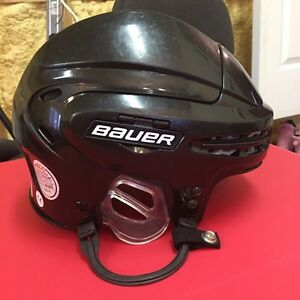 Bauer hockey helmet  West Island Greater Montréal image 3