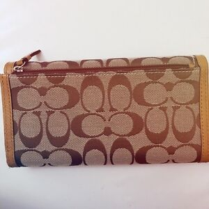 BRAND NEW COACH authentic trifold long wallet