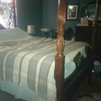 4 POSTER RED MAHOGANY QUEEN BED