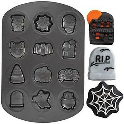 Wilton Halloween Cookie Shapes Non-stick Pan (Halloween Cookie Shapes Non Stick Pan from Wilton 8131)
