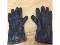 M&S ladies leather gloves size medium as new