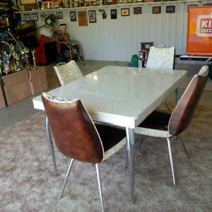 retro table and four chairs London Ontario image 1