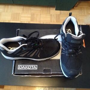 BNIB Dakota hiker/work shoes size 9