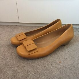 Brand New in box 'Hotter' tan leather pumps UK size 9