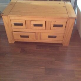 Coffe table with 5 drawers excellent solid condition