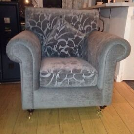 Beautiful settee with two matching chairs