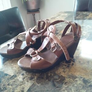 Womens Size 5.5 Gladiator Type Sandals