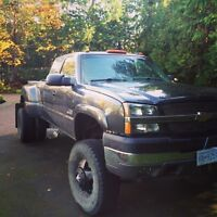 2003 Chevy 3500 dually duramax 8 inch lift on 37s