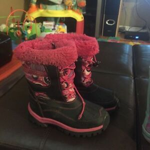 Size 10 frozen rain boots and size 11 winter boots  London Ontario image 2