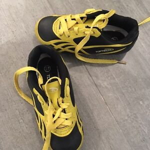 Souliers Soccer taille 27 ou 10