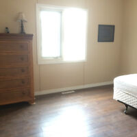 Furnished Rooms For Rent 5 Min to U of M off University Cres.