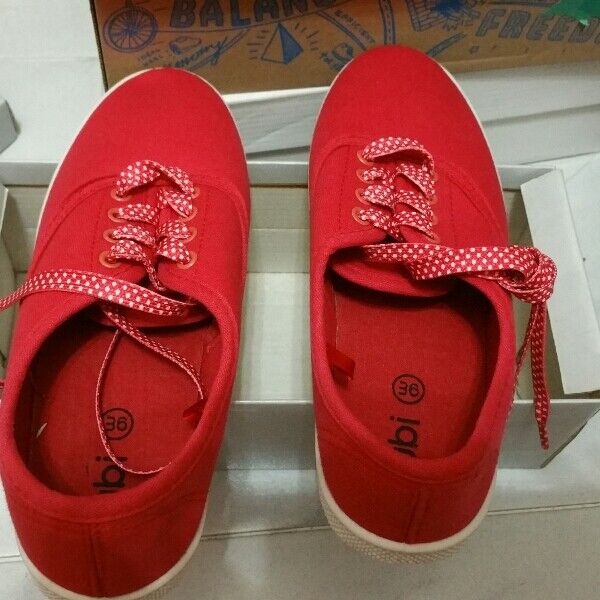 BN size 36sneakers shoes flats