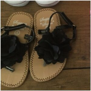 Toddler sandals - size 4