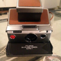 Polaroid SX-70 Alpha 1 with case - MILE END
