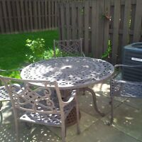 Cast Aluminum 48 inch table and four chairs