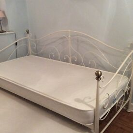 Cream/gold metal day bed