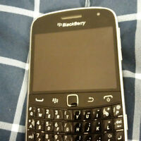 BlackBerry Bold 9900 Unlocked(Débarré) in good condition