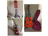 CLASSICAL ACOUSTIC GUITAR size 3/4 WITH BAG & BEGINNERS BOOKS new condition